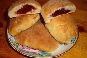 Пирожки с повидлом из дрожжевого теста на сковороде