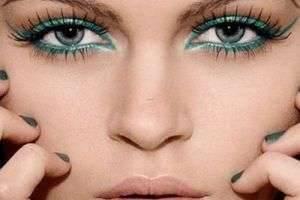 Урок красоты: как нарисовать стрелки на глазах?