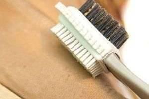 Как чистить нубук правильно: полезные советы