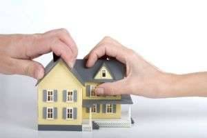 Можно ли приватизировать долю в квартире, как от неё отказаться или продать?