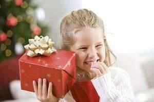 Что можно подарить дочке: интересные варианты