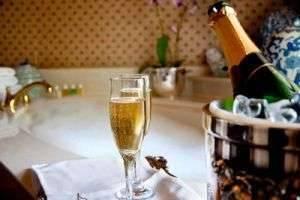Как устроить романтический вечер любимому — самые оригинальные идеи