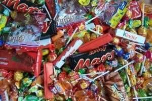 Сладкие подарки детям к весеннему празднику – что выбрать?