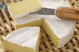 Сыр со слоем белой плесени – истинный деликатес для гурманов