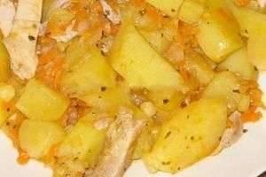 Картошка, тушеная с курицей в мультиварке: три аппетитных рецепта