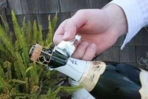 Как открыть шампанское: классический способ и по-гусарски