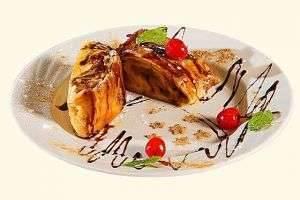 Яблочный штрудель из слоеного теста — восхитительное блюдо и к праздничному столу, и для уютного домашнего вечера