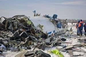 Что происходит с человеком во время авиакатастрофы, и как проходит опознание тел?