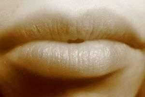 О чем говорит состояние ваших губ — почему они сохнут