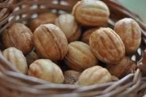 Как приготовить тесто для «Орешков» со сгущенкой, чтобы домашнее лакомство оказалось гораздо вкуснее магазинного