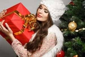 Праздничные хлопоты и раздумья: что подарить подруге на Новый год?