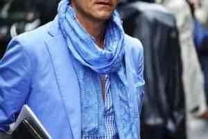 Учимся красиво и модно завязывать шарф мужчине: каждый день новый вариант
