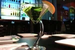 Как пьют мартини - напиток романтиков и влюбленных