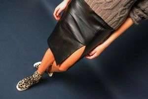 С чем носить кожаную юбку, чтобы образ не выглядел вульгарно?