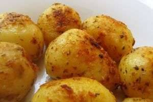Картофель, запеченный в духовке: разные способы приготовления и прекрасные рецепты