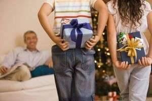 Что подарить родителям на Рождество: самые душевные идеи