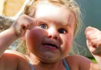 Что делать, если у ребенка истерика в магазине или после сна?