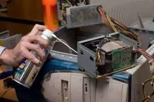 Нужно и можно ли пылесосить компьютер?