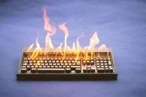Нужно ли выключать компьютер во время грозы?