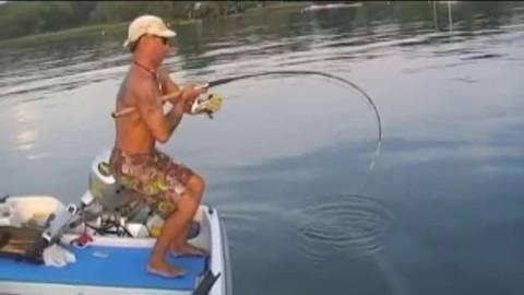 Как ловить сома на спиннинг?