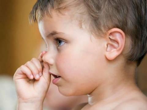 Как отучить ребенка есть козявки? Советы психолога