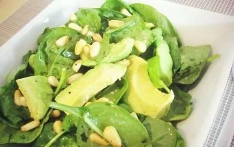 Как приготовить интересные салат со шпинатом и авокадо?