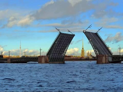 Какие мосты разводят в Санкт-Петербурге?