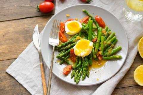 Популярные рецепты простого салата со спаржей
