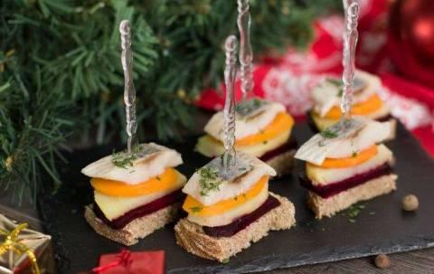 Закуски к Новому году из сельди: как из обычного сделать интересное блюдо?