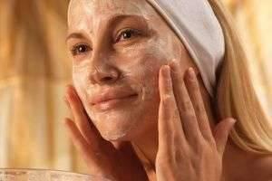 Увлажняющий питательный крем для лица: как лучше ухаживать за кожей в зимний период
