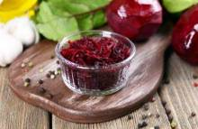 Не перестаем удивлять: рецепты безумно вкусных салатов со свеклой