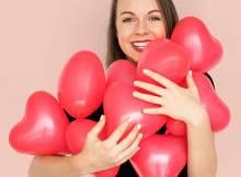 Как не быть банальным: что подарить девушке на 14 февраля?