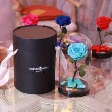 Долговечная роза в стеклянной колбе: недорого и эффектно