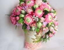 Цветы из гофрированной бумаги: что сделать своими руками на 8 марта?