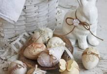 Оформление пасхальных яиц: как украсить с помощью техники декупаж?