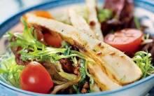 Как можно использовать курицу на Новый год: рецепты оригинальных салатов