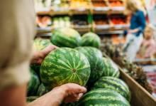Безопасно и вкусно: когда можно покупать арбузы?