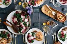 Рецепты теплых салатов на 23 февраля: идеальный февральский ужин