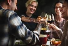 Чем порадовать мужчину на 23 февраля: рецепты для легкого и необычного ужина