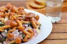Вкуснейшие салаты с опятами: небанальные идеи на любой вкус