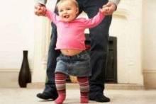 Как научить ребенка ходить самостоятельно: чем можно помочь малышу и какие ошибки совершают взрослые