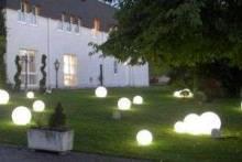 Оформление сада светодиодными фонарями