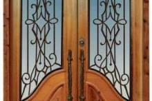 Как ухаживать за деревянной дверью?