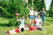 Веселые подвижные игры на природе для детей: как выбрать развлечение