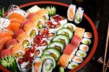 Сколько можно хранить роллы и суши в холодильнике?