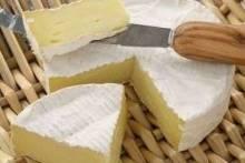 Благородный сыр со слоем белой плесени