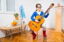 Учимся играть на гитаре в домашних условиях