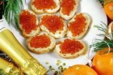 Что подать к шампанскому: популярные закуски к праздничному столу