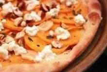 Как приготовить пиццу с колбасой и сыром?