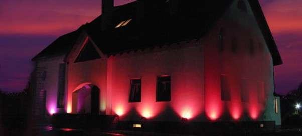 Как оборудовать подсветку фасада частного дома
